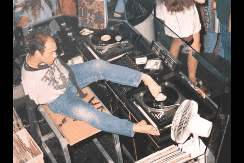 a dj without hands
