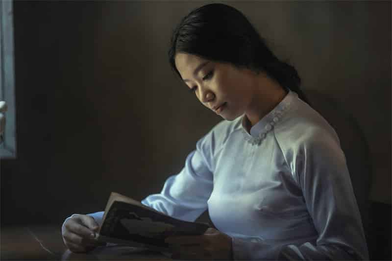 woman reading, crucial books for finding your purpose
